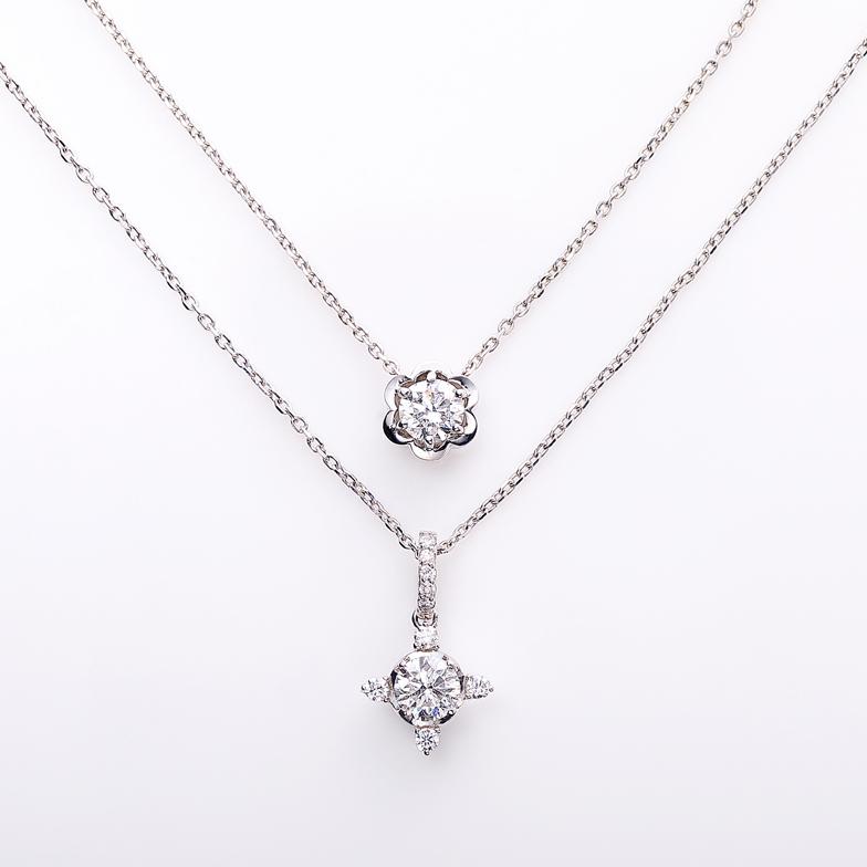 上:K18WG ダイヤ ネックレス<br>下:K18WG ダイヤ ネックレス